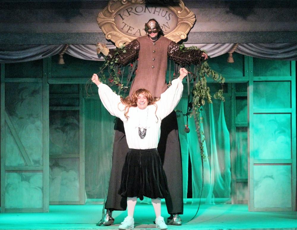 Trevor Lewis och Dejmis Rustom Bustos, Kronhusteatern