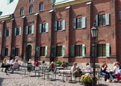 A picture of Kronhuset in the summer