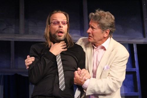 Mikael Reuterberg och Lars Magnus Larsson i en scen ur Sol och Våraren på Kronhusteatern