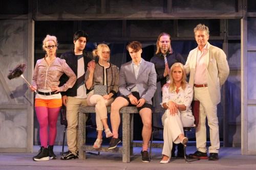 Del av ensemblen från Sol och Våraren på Kronhusteatern sommaren 2016