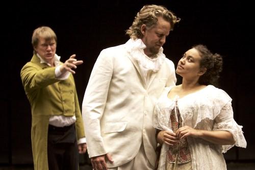 Foto: Hanna Marke. Scen ur The Bear, framförd av Opera Estrad.